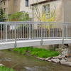 Brücke in überhöhter Ausführung